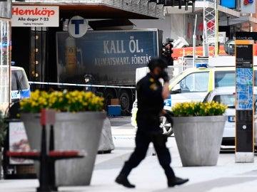 El camión que ha arrollado a varias personas en el centro de Estocolmo