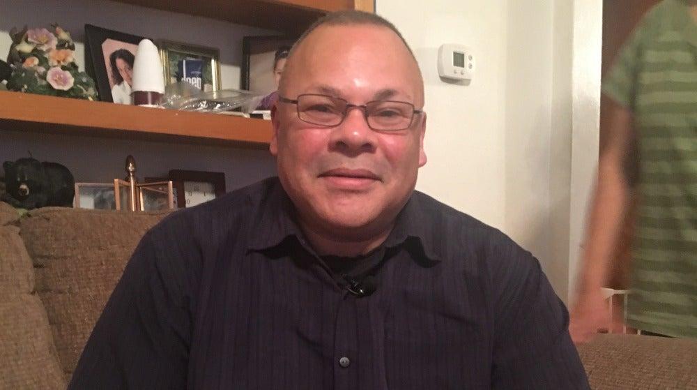 Carlos, miembro de la familia Hernández
