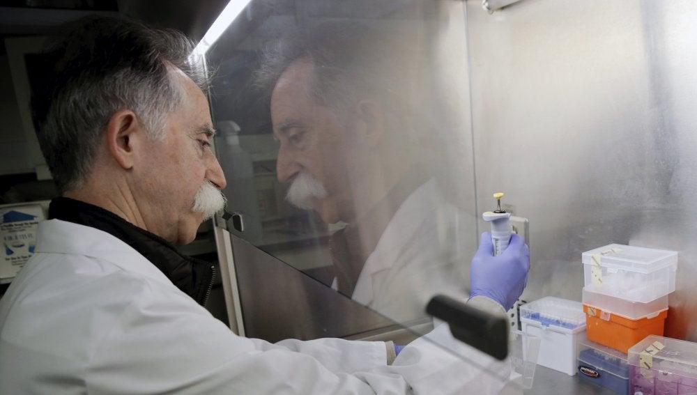 Salvador Aliño, catedrático de Farmacología de la Universidad de Valéncia y responsable del grupo de investigación