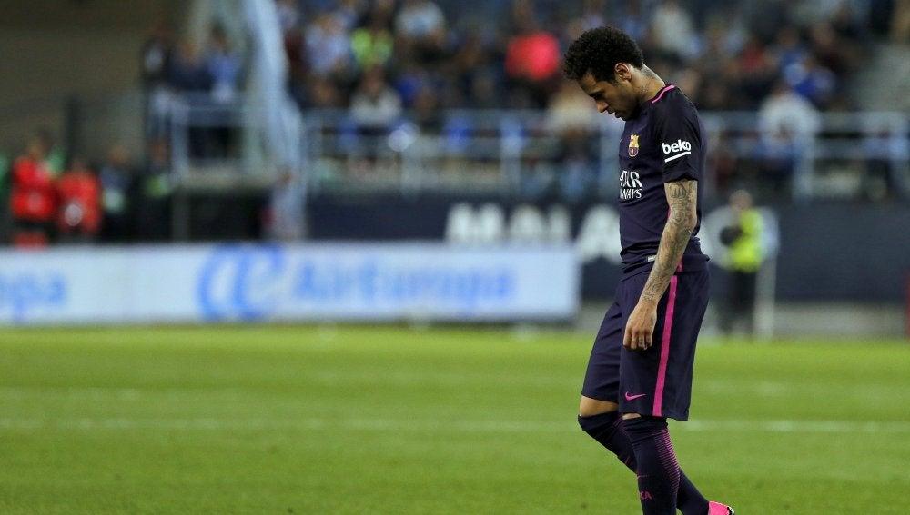 Neymar se marcha expulsado de La Rosaleda