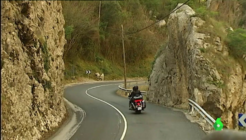 Es una de las carreteras más bellas del mundo pero es también muy peligrosa.