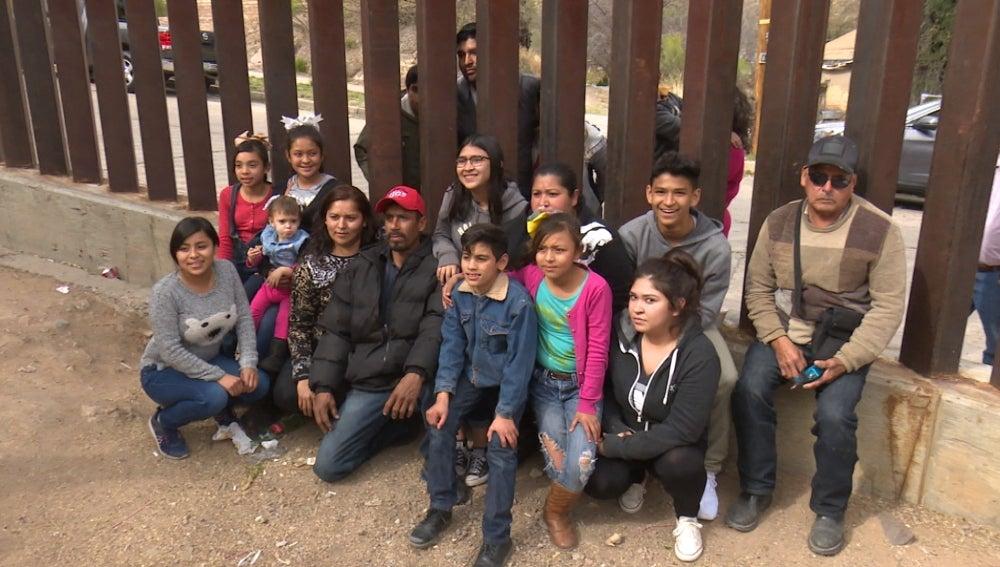 Un cumpleaños con una valla de por medio entre EEUU y México