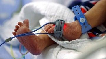 Un bebé recién nacido