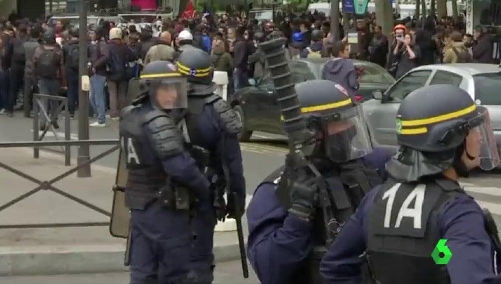 Frame 32.129678 de: protestas le pen