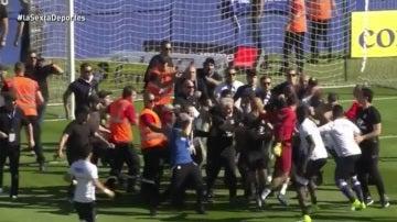 Aficionados del Bastia agrediendo a jugadores del Lyon