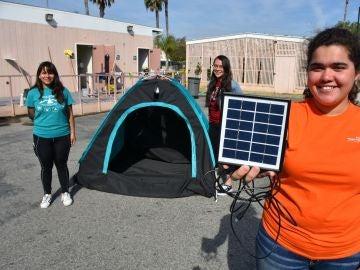 Tienda de campaña energía solar