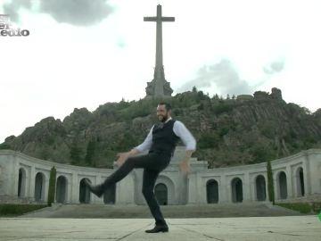 Dani Mateo baila en el Valle de los Caídos