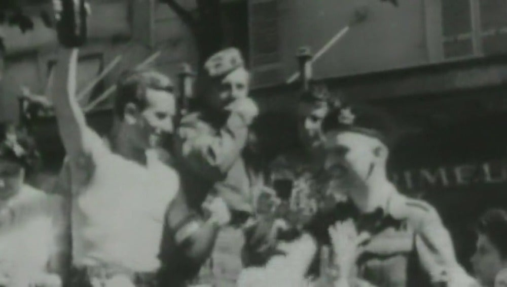 Frame 62.724864 de: Fueron, vieron, vencieron y les olvidaron: el día que 'La Nueve' alcanzó la gloria frente a los nazis bajo el silencio de Francia