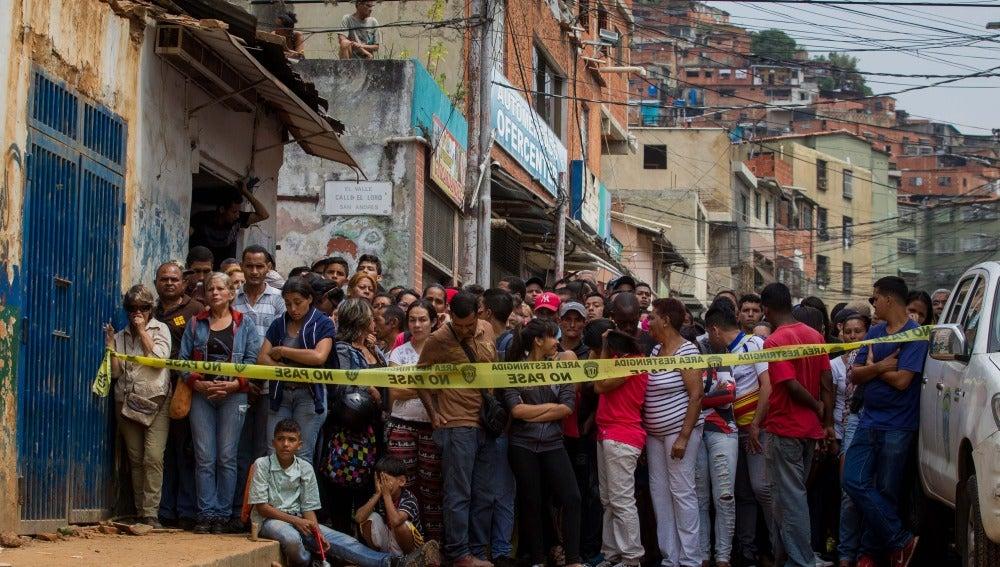 Exterior de la panadería saqueada en Caracas
