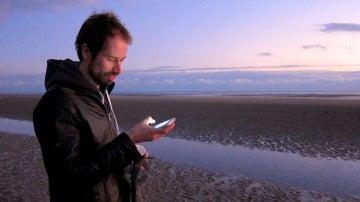 Mirar el móvil puede provocar dolor de cuello
