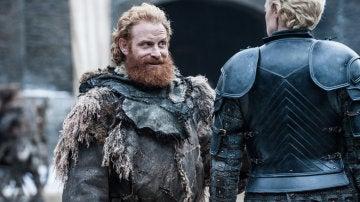 Tormund Giantsbane y Brienne de Tarth en 'Juego de Tronos'