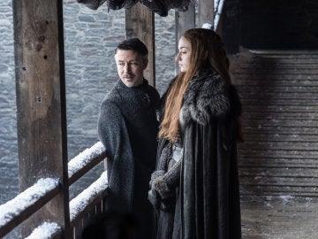 Sansa Stark (Sophie Turner) con Meñique en 'Juego de Tronos'