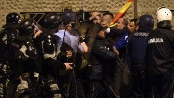 Enfrentamientos en el Parlamento de Macedonia