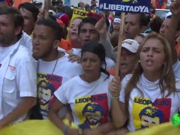 Manifestantes venezolanos pidiendo la liberación de Leopoldo López
