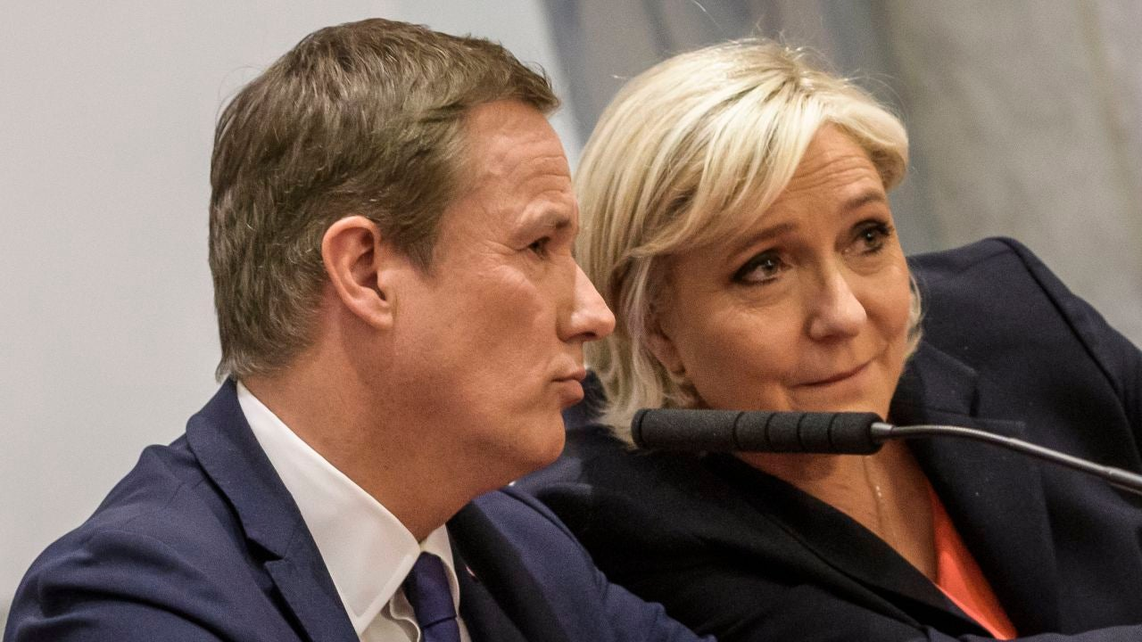 La ultraderechista Marine Le Pen junto al eurófobo Nicolas Dupont-Aignan en París