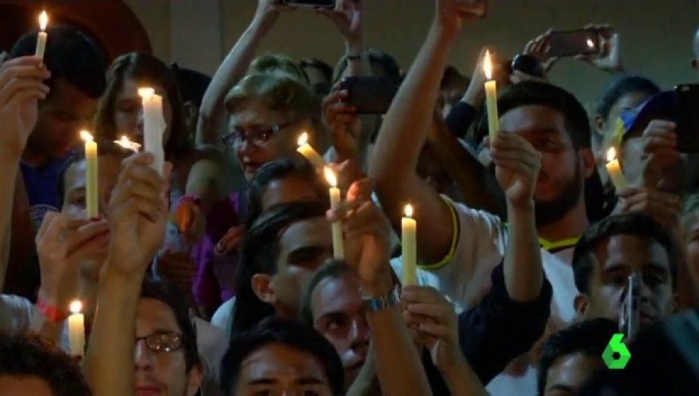 Vigilia en honor a 'los caídos' en las manifestaciones en Venezuela