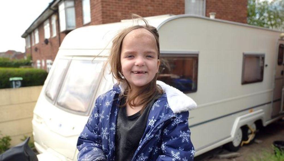 La pequeña Maddison en su nueva caravana