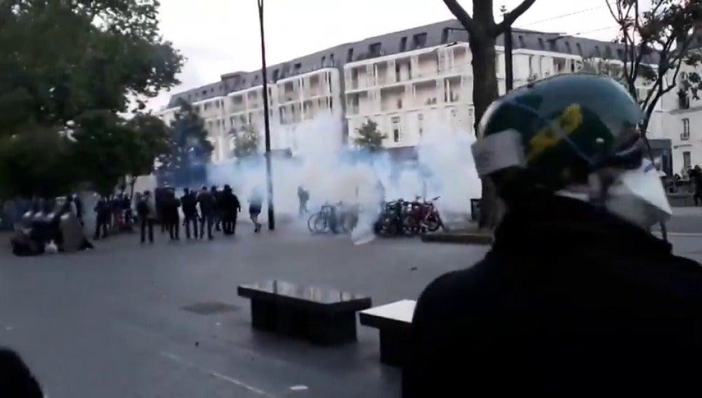 Frame 1.719467 de: Al menos dos heridos y siete detenidos durante un protesta contra el triunfo de Macron en Nantes