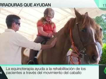 Frame 9.886505 de: Los caballos de la esperanza: la 'equinoterapia' ayuda a niños con trastornos a mejorar sus capacidades y autoestima