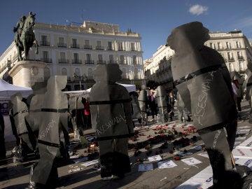 Concentración convocada por la Asociación Ve-la luz, que promovió una huelga de hambre en la Puerta del Sol durante veintiséis días entre febrero y marzo de este año, desde ayer de nuevo en el kilómetro cero de la capital para exigir medidas contra la violencia machista.