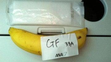 Plátano que dieron a un pasajero que pidió un desayuno sin gluten