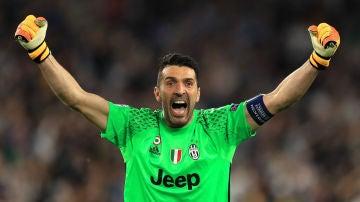 Buffon celebrando un gol de la Juventus