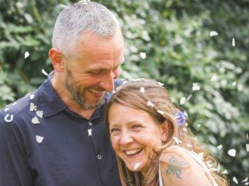 Russell Davison junto a su esposa