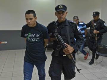 Condenan a 36 años de cárcel a quienes lanzaron mujer a hoguera en Nicaragua