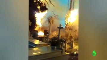 Frame 18.262711 de: incendio cementerio