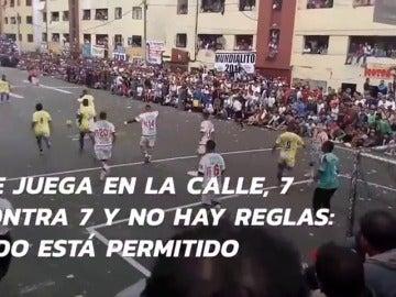 Frame 39.609915 de: ¿Imaginas un torneo callejero sin (casi) reglas? La 'Champions' más extrema existe y se juega en Perú