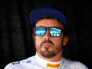 Fernando Alonso, pensativo en Indianápolis