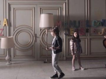 Alejandro Sanz presenta una nueva versión de 'Y, ¿si fuera ella?', junto con 17 artistas