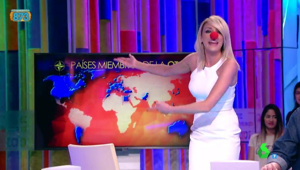 Anna Simon saca su lado payaso para recrear a un animado Rajoy