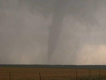 Dos tornados en Ocklahoma y Wisconsin dejan dos muertos
