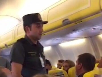 La policía en el avión