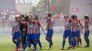Las jugadoras del Atlético de Madrid celebran el trinfo como campeonas de la Liga Iberdrola de fútbol femenino.