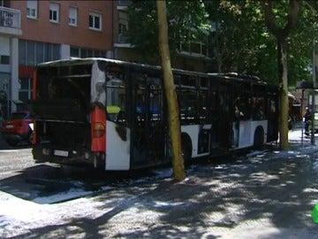 El autobús calcinado en Barcelona