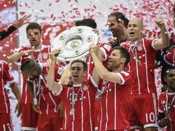 Lahm y Xabi Alonso levantan la Bundesliga