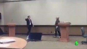 Un vídeo del ensayo de Clinton del debate frente a Trump en 2016