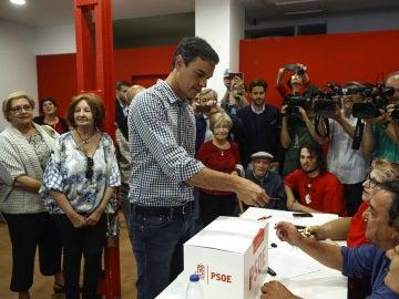 Pedro Sánchez vota en las primarias del PSOE