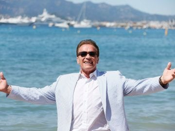 Schwarzenegger posando durante el photocall de 'Wonders of the sea 3D'