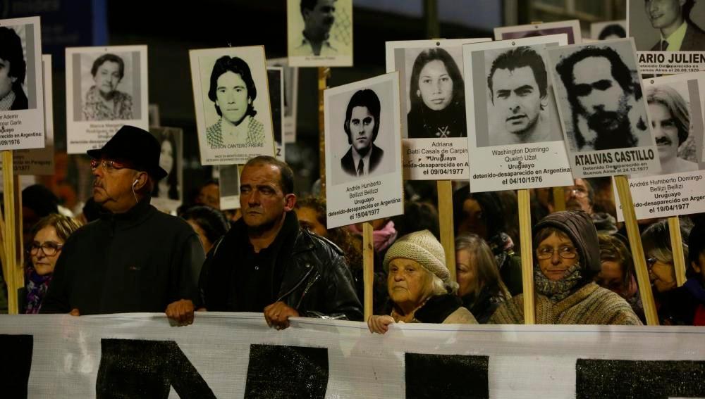 Manifestación en Uruguay por las víctimas de la dictadura
