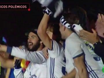 """Frame 33.57312 de: """"¡Piqué, c..., saluda al campeón!"""""""