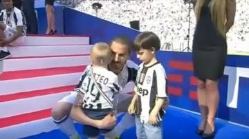 Bonucci con sus hijos en la celebración de la Juventus