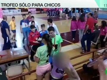 """Frame 9.432514 de: Castilla y León impide a una niña jugar en un equipo de fútbol masculino tras una queja por """"alineación indebida"""""""