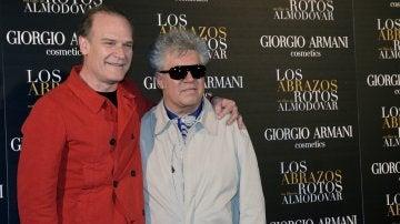 Lluís Homar con Pedro Almodóvar en la promoción de 'los abrazos rotos'