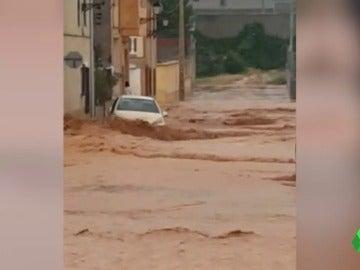 Coche inundado en Minglanilla