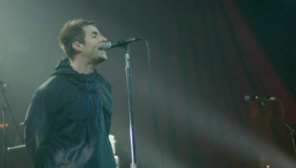 Frame 4.653063 de: Liam Gallagher homenajea a las víctimas del atentado de Mánchester a ritmo de los clásicos de 'Oasis'
