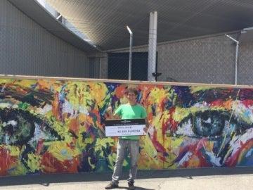 El ganador de 'Está en tu mano' pinta el mural exterior de Atresmedia