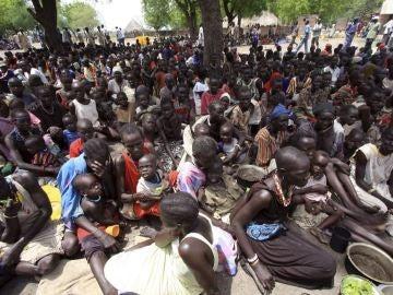 Desplazados de Sudán a la espera de comida, agua y atención médica (Archivo)